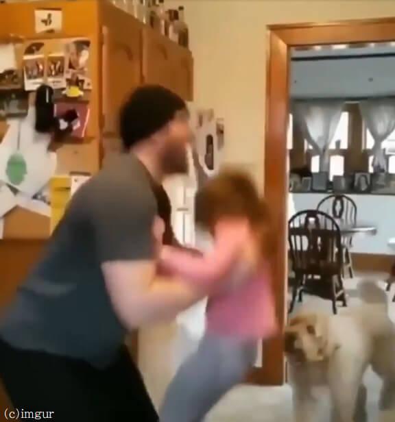子育ては体力勝負?パパの休日は可愛い我が子と愛犬のおねだり合戦でヘトヘトに