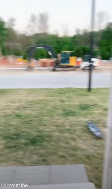 【愛犬がいない!】焦った飼い主が家の外にでてみるとそこで待っていたのは……